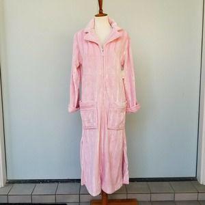 ADONNA NWT Robe S Long Plush Soft Pink Zip Pockets